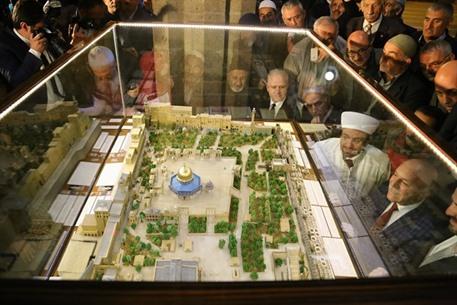 مجسم  للمسجد الأقصى بتراب من القدس - 04- مجسم  للمسجد الأقصى بتراب من القدس - الاناضول