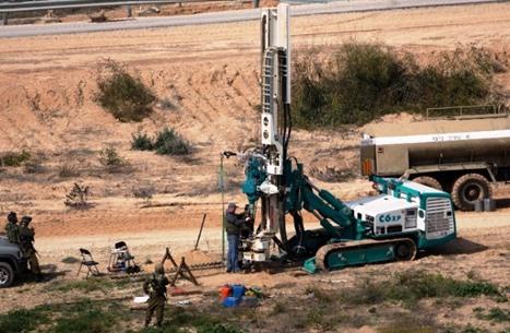 الاحتلال يعثر على نفق للمقاومة ويحفر داخل حدود غزة (صور)